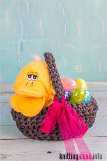 easy-diy-crochet-easter-basket-using-old-t-shirt-scraps-oh-the-212x318