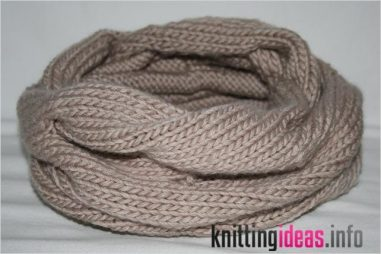 free-knitting-pattern-burberry-inspired-cowl-neck-scarf-wedding-381x254