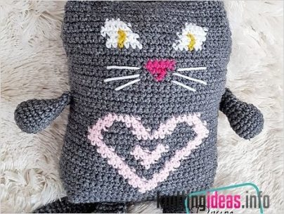 superb-tapestry-crochet-cat-loves-to-snuggle-with-you-free-pattern-404x304