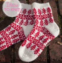 Best-25-Knitted-Patterns-for-Christmas-Stockings-25-210x211